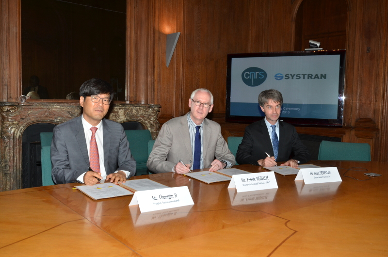 Pictures of Mr Changjin Ji, President of SYSTRAN International, Mr Jean Senellart Director General of SYSTRAN SA and Mr Patrick Nedellec, Director of International Relations of CNRS, the famous science research institute